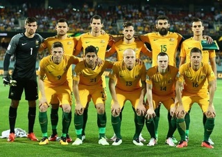 Australia-2016-NIKE-home-kit-yellow-yellow-green-line-up.jpg