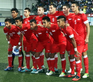 Singapore-12-13-NIKE-home-kit-red-red-red-line-up.jpg